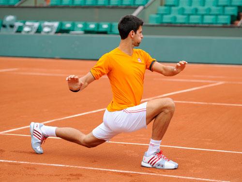 Cận cảnh Federer, Nole tập luyện trước Roland Garros - 1