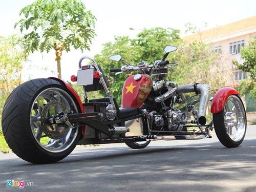 Harley-Davidson 3 bánh in hình quốc kỳ Việt Nam - 1