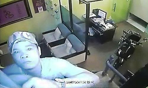 Camera ghi hình tên trộm đột nhập nhà tiến sĩ tâm lý - 2