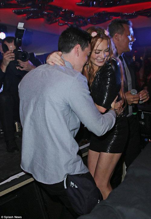 Lindsay Lohan dẫn em trai ăn chơi ở Cannes - 4
