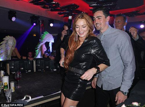 Lindsay Lohan dẫn em trai ăn chơi ở Cannes - 2