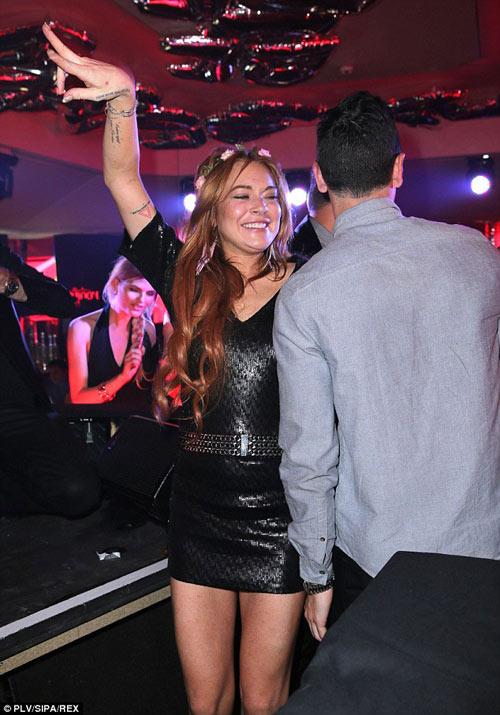 Lindsay Lohan dẫn em trai ăn chơi ở Cannes - 10