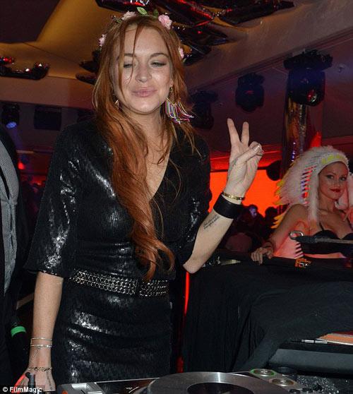 Lindsay Lohan dẫn em trai ăn chơi ở Cannes - 9