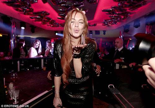 Lindsay Lohan dẫn em trai ăn chơi ở Cannes - 8