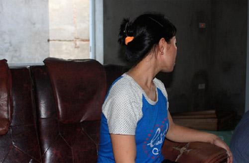 Nữ công nhân sốc nặng sau gần 2 giờ bị kề kéo vào cổ - 1