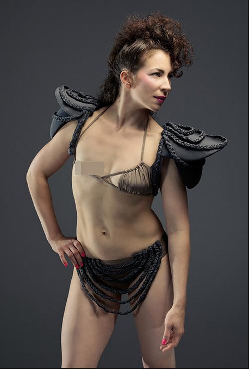 Ngỡ ngàng trước ảnh bikini của phụ nữ bị ung thư vú - 1