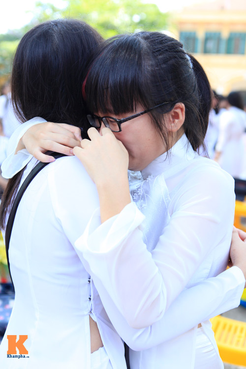 Nữ sinh Trường Bưởi rưng rưng ngày chia tay - 10