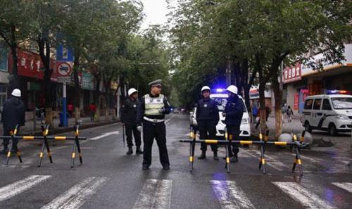 TQ xác định 5 nghi phạm đánh bom đẫm máu Tân Cương - 1
