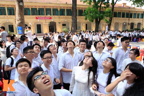 Nữ sinh Trường Bưởi rưng rưng ngày chia tay - 11