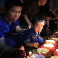 Xúc động lễ cầu siêu cho trẻ tử vong vì dịch sởi