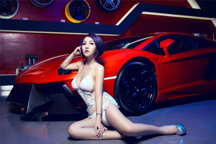 Áo lưới xuyên thấu bên siêu xe Lamborghini - 6