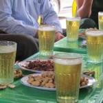 """Sức khỏe đời sống - Bia """"cỏ"""" giá siêu rẻ cứ uống là đau đầu, vì sao?"""