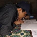Bạn trẻ - Cuộc sống - Thầy giáo tật nguyền viết chữ bằng miệng