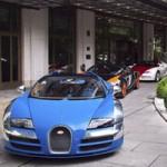 Ô tô - Xe máy - 11 chiếc siêu xe Bugatti Veyron nối đuôi trên phố