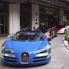 11 chiếc siêu xe Bugatti Veyron nối đuôi trên phố
