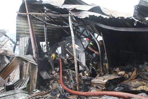 TP.HCM: Cháy lớn tại cơ sở thu mua phế liệu - 2