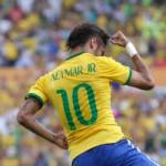 Bóng đá - Neymar xỏ háng lừa bóng qua... trọng tài