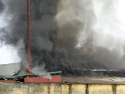 Cháy lớn ở Bắc Giang, hơn 1.000 công nhân tháo chạy - 3