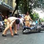 """Tin tức trong ngày - Truy đuổi xe """"điên"""" đâm hàng loạt xe máy giữa Sài Gòn"""