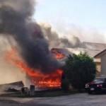 Tin tức trong ngày - Ảnh ấn tượng: Máy bay đâm vào nhà dân, bốc cháy