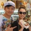 Jennifer Phạm tung tăng bên Tuấn Hưng ở Nga