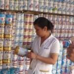 Thị trường - Tiêu dùng - Giá sữa sau khi áp trần: Nơi giảm, nơi không