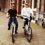 Ngôi sao điện ảnh - Bằng Kiều tình tứ đạp xe bên bạn gái