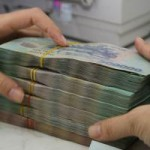 Tài chính - Bất động sản - Nộp tiền mặt vào ngân hàng sẽ bị đánh phí