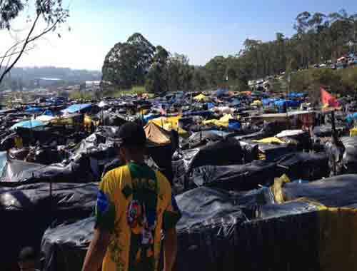 """Có 1 """"World Cup"""" đặc biệt của người vô gia cư Brazil - 1"""