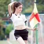 Bạn trẻ - Cuộc sống - Hot girl Lilly Luta khoe eo thon đón World Cup