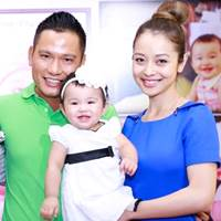 Jennifer Phạm mừng thôi nôi con gái, vắng bé Bảo Nam
