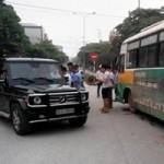 Tin tức trong ngày - Xe buýt tông vỡ bánh xế hộp biển ngoại giao
