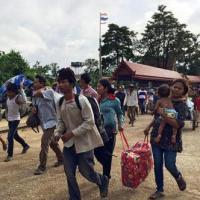 Bị vây ráp, lao động Campuchia ồ ạt chạy khỏi Thái Lan
