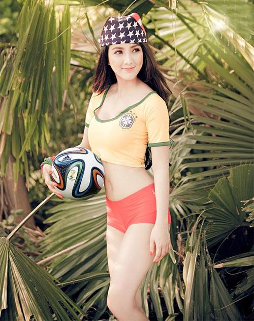 Linh Napie gợi cảm trong màu áo Brazil - 6