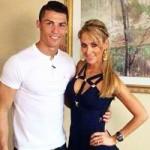 """Bóng đá - Nữ phóng viên xinh đẹp """"hút hồn"""" Ronaldo"""