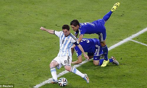 May quá, Messi chưa nôn khan - 1