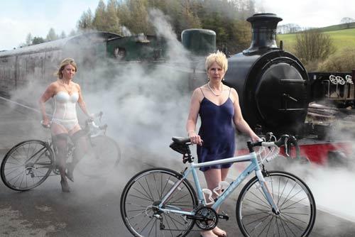 """Chụp """"ảnh nóng"""" ủng hộ giải Toure de France - 13"""