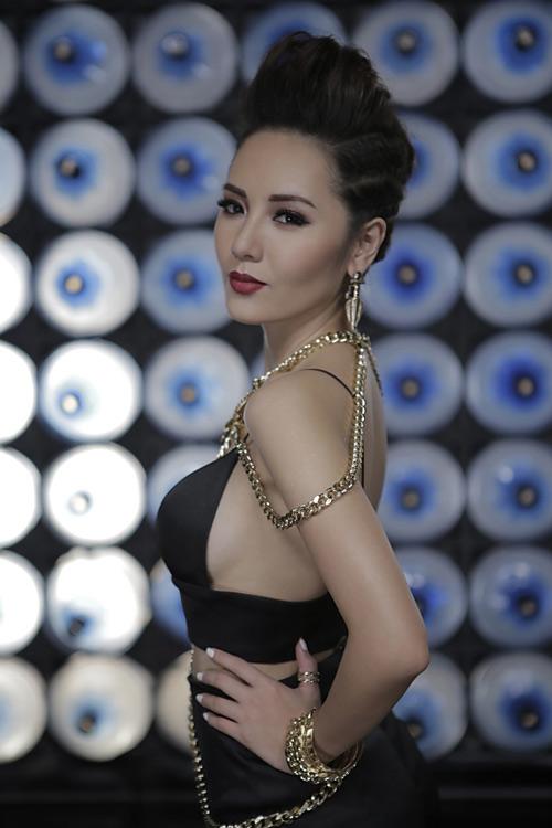 """Vừa tung ảnh nude, Phương Linh ra MV """"siêu nóng"""" - 2"""