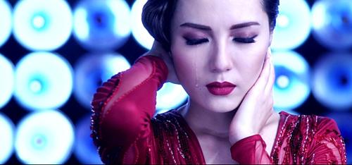 """Vừa tung ảnh nude, Phương Linh ra MV """"siêu nóng"""" - 6"""