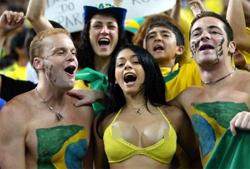 """Những cô gái """"nổi như cồn"""" nhờ hâm mộ bóng đá - 4"""