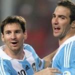 """Tin vắn bóng đá - Tin HOT tối 17/6: Messi """"dụ dỗ"""" Higuain tới Barca"""