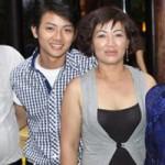 Ca nhạc - MTV - Mẹ Hoài Lâm liên tục khóc khi nói về con trai