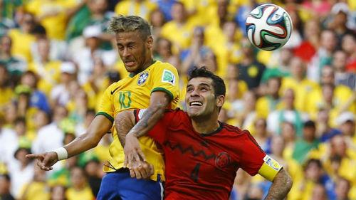 """Khi Neymar đối đầu """"người nhện thất nghiệp"""" Ochoa - 1"""
