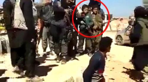 Iraq: Phiến quân ép trẻ em cầm súng, xem hành hình - 1
