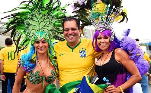 Mỹ nhân đua sắc trận Brazil & Mexico - 1