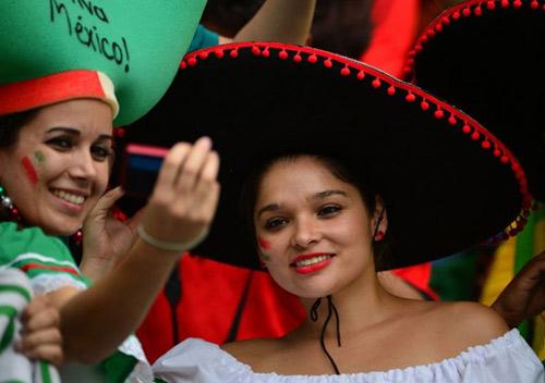 Mỹ nhân đua sắc trận Brazil & Mexico - 14