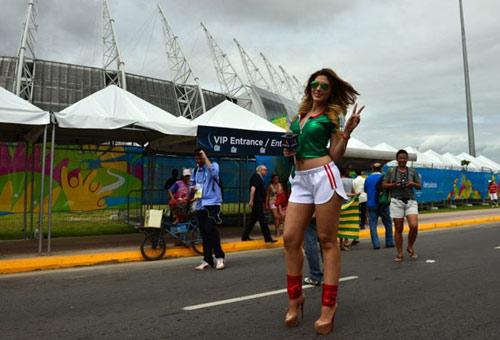 Mỹ nhân đua sắc trận Brazil & Mexico - 10