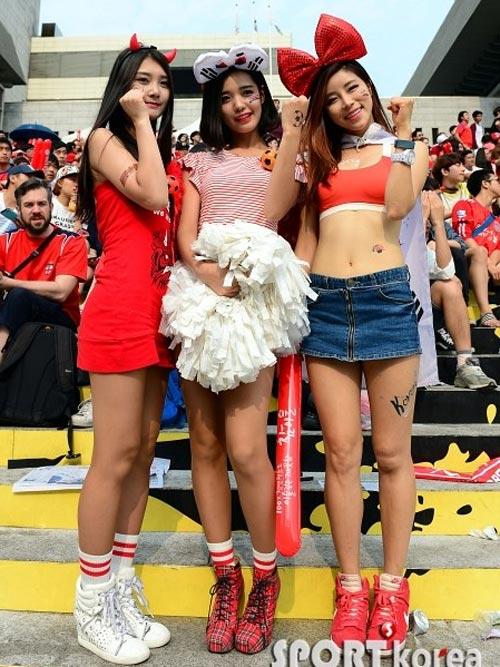Thiếu nữ Hàn khoe vòng 1 nõn nà mừng World Cup - 7