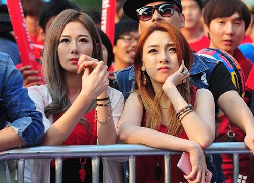 Thiếu nữ Hàn khoe vòng 1 nõn nà mừng World Cup - 8