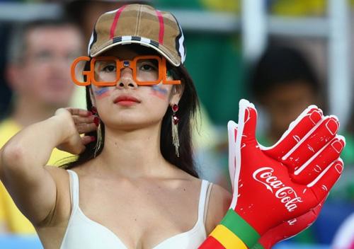 Thiếu nữ Hàn khoe vòng 1 nõn nà mừng World Cup - 1